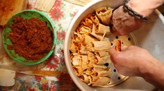 Tamales are a Christmas Eve tradition throughout Latin America, but there are hundreds of different versions. That's a question likely to elicit a fiercely partisan response. Pork Tamales, Christmas Eve Traditions, Pride And Prejudice, Special Occasion, Ice Cream, Canning, This Or That Questions, Breakfast, Ethnic Recipes