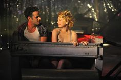 Still of Luke Kirby and Michelle Williams in Take This Waltz (2011)