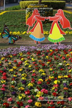 Pakistan : Lahore at Spring on Mall Road.