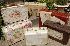 decoupage & old suitcases Decoupage Suitcase, Painted Suitcase, Suitcase Decor, Decoupage Furniture, Decoupage Art, Decoupage Ideas, Suitcase Storage, Painted Furniture, Furniture Design
