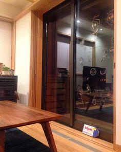 Corner Desk, Windows, Facebook, Furniture, Home Decor, Corner Table, Decoration Home, Room Decor, Home Furnishings