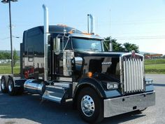 2014 Kenworth W900L.... Black... My dad need a new one like this!! #beauty