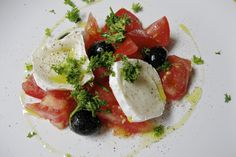 Tomato salad with goat cheese ...