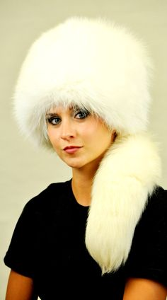 Cappello in volpe bianca naturale con coda   www.amifur.it