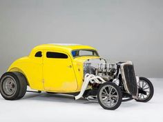 Call it homage. The seriously whacked shape of this 1934 Ford coupe's lid has definite bloodlines to early lakes coupes Custom Muscle Cars, Custom Cars, American Racing Wheels, Fuel Truck, Crate Motors, Traditional Hot Rod, Chevy Camaro, Chevelle Ss, Chevy Pickups