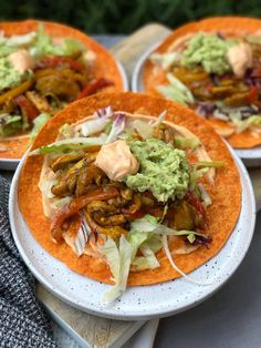 wraps met kruidige kip en sriracha mayonaise Sticky Chicken, Nachos, Thai Red Curry, Easy Meals, Easy Recipes, Pizza, Food And Drink, Wraps, Mexican