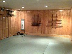 Awesome dojo to practice my ninja skills my ninja ! Bg Design, Home Gym Design, House Design, Japanese Dojo, Japanese House, Hombu Dojo, Karate Dojo, Dream Home Gym, Japanese Interior Design