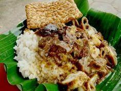 Nasi Gandul Pati (Pati Beef Rice)