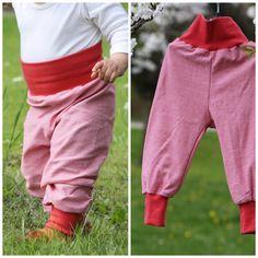 **Pumphose aus Jersey (elastische Baumwolle)**  Perfekt gekleidet im Frühling und Sommer - Die fein rot-weiß gestreifte Pumphose mit korallroten Bündchen aus dem besonders weichen Jerseystoff ist...