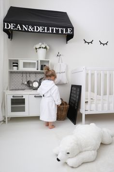 See some white kids' room inspiration to create a luxurious bedroom decor. More … – Baby Room 2020 Kids Bedroom Sets, Girls Bedroom, Bedroom Decor, Modern Bedroom Design, Nursery Design, Ikea Duktig, White Kids Room, Scandinavian Kids Rooms, White Nursery