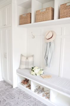 If You Love White Decor, This Home Will WOW You. When I first reached out to Sonja over at JS Life & Style about potentially sharing her home with us, it was in thanks to her amazing dining room that I spotted on insta. The chandelier, the rustic wo. Home Design, Beach Interior Design, Design Ideas, Bar Designs, Wall Design, Design Design, Mudroom Laundry Room, Bench Mudroom, Mudroom Cabinets