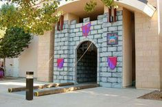 How to make your own castle for your Mighty Kingdom VBS! umm who wants to do this for our church? Medieval Party, Medieval Banquet, Vbs Themes, Dance Themes, Knight Party, Bible School Crafts, Castle Wall, Vbs Crafts, Vacation Bible School