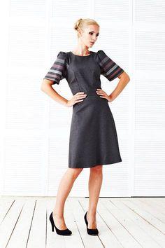 А вот и наша новая модель Платье Кейт! Идеальная посадка верха по фигуре, к низу немного расклешенное! Элегантное и очень удобное! Обратите на него внимание! Цена 6500, размеры 40 - 48 Заказать по тел 8 916 302 0 222 или на сайте http://www.fedorastudio.ru/shop/bag/card/ru.5704.htm