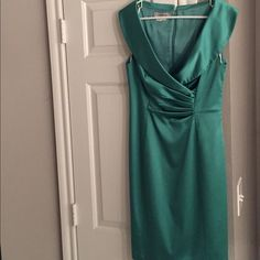 Kay Unger Green Party dress Pretty bright green Kay Unger dress. Perfect for all those holiday parties coming up! Zipper back with hook and eye closure. Small slit on back of dress. Kay Unger Dresses