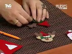 Servilleteros con Figuras Navideñas de Fieltro (METVC) Tree Skirts, Christmas Tree, Holiday Decor, Home Decor, Patterns, Recycling, Feltro, Ornaments, Rustic Christmas Trees
