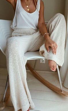 25 Best Online Shopping Sites for Women (updated Cozy cream and white look. Loving these wide leg sweater pants! Great casual look for lounging.Cozy cream and white look. Loving these wide leg sweater pants! Great casual look for lounging. Lounge Outfit, Spring Summer Fashion, Spring Outfits, Autumn Fashion, Spring Style, Summer Bar Outfits, Winter Outfits, Comfy Fall Outfits, Ootd Winter