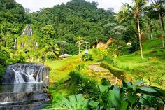 View of the hot springs of Santa Rosa de Cabal near Manizales, Colombia Colombia Map, Colombia Travel, Central America, South America, Once In A Lifetime, Hot Springs, The Locals, Places To See, Countryside