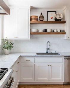 Green Kitchen, New Kitchen, Kitchen Dining, Kitchen Decor, Kitchen Cabinets, Shelves Over Kitchen Sink, Kitchen Ideas, Open Kitchen Shelving, Brass Kitchen