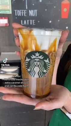 Café Starbucks, Bebidas Do Starbucks, Healthy Starbucks Drinks, Starbucks Secret Menu Drinks, How To Order Starbucks, Yummy Drinks, Mocha Coffee Starbucks Recipe, Iced Americano Starbucks, Special Starbucks Drinks