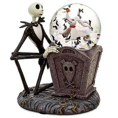 Description:  Jack Skellington and his faithful pal Zero play in the ''yard'' in this spooky fun mini snowglobe.