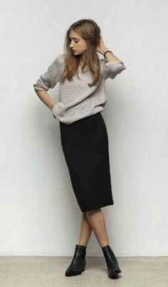(paid link) Simple Ways to Style Chelsea Boots (for Women):. --Check out this great article. Black Pencil Skirt Outfit, Long Black Pencil Skirt, Black Skirt Outfits, Pencil Skirt Casual, Pencil Skirt Outfits, Winter Skirt Outfit, Winter Outfits, Pencil Dresses, Black Skirts