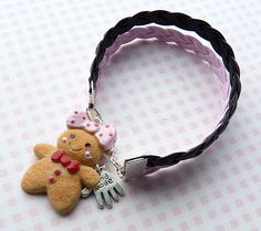 Bransoletka rzemykowa z ciasteczkową dziewczynką w Natajka - miniaturowe biżuteryjne słodkości:) na DaWanda.com