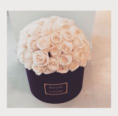 08-Trend | Flowers in Hatboxes-This Is Glamorous