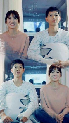 Song Joong-ki as Yoo Shi-jin and Song Hye-kyo as Kang Mo-yeon Descendants of the sun Song Joong, Song Hye Kyo, So Ji Sub, Drama Korea, Korean Drama, Descendants Of The Sun Wallpaper, Kdrama, Soon Joong Ki, Decendants Of The Sun