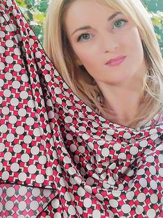 #esarfa #esarfahandmade #esarfafina #esarfavoal #esarfaartwear #artwear #accesoriihandmade #accesorifemei #accesoriifashion  Esarfa este realizata din material placut la atingere, din satin fin, usor elastic, cu imprimeu vesel: crem, rosu, negru. Delicate, Satin, Blouse, How To Wear, Women, Fashion, Moda, Fashion Styles, Elastic Satin