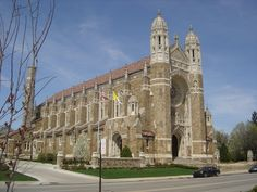 Rosary Cathedral in Toledo, Ohio Ground-breaking was in public services held in formal dedication in renovated in 1979 per Toledo Blade. Holy Rosary Cathedral, Toledo Cathedral, Cathedral Basilica, Rosary Catholic, Catholic Churches, Barcelona Cathedral, Toledo Ohio, Religious Architecture