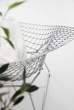 Via La Cool et Chic | Bertoia Diamond Chair | Minimal Design