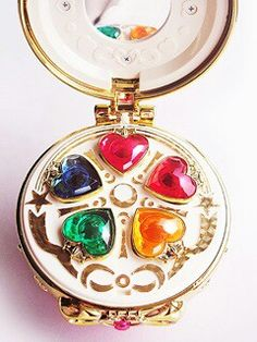 I have a personal Headcanon that this is what the inside of Usagi's first compact, due to the fact she doesn't have the sliver crystal inside at the time, or maybe it can't open because it wasn't useful at the time? Either way, the picture is an legit toy, I believe a fortune teller?