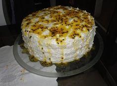 Bolo de Maracujá – DICAS E RECEITAS Bolo Chiffon, Passion Fruit Cake, Vanilla Cake, Sweet Recipes, Camembert Cheese, Pie, Tasty, Desserts, Food