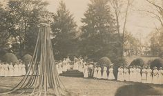 Sweet Briar College May Day, 1910. Sweet Briar College, some rights reserved. CC-BY-NC.