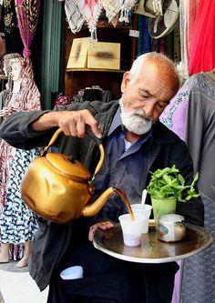 Tea server . Amman