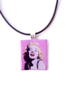 Κρεμαστό λαιμού decoupage Marilyn Monroe με υγρό γυαλί.
