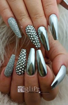Chrome nail is a popular nail art design in recent years. Chrome nails use the latest technology. They use some gold or silver or other metallic colors to make them look metallic. Have you tried Chrome nail art designs before? Metallic Nails, Silver Nails, Cute Acrylic Nails, Bling Nails, My Nails, Metallic Colors, Jewel Nails, Bling Nail Art, Gold Nail Art