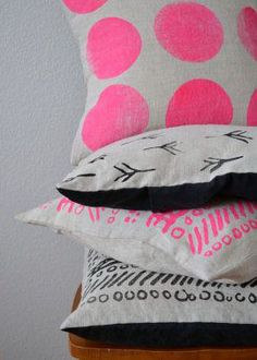 No sé dónde los colocaría pero son muy cuquis! 18x18 inch Throw Pillow. Collection One Tribal by ladyanndeborja