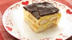 Puddingkoek met chocolade - Libelle Lekker Pudding Desserts, Köstliche Desserts, Delicious Desserts, Yummy Food, Dutch Recipes, Sweet Recipes, Baking Recipes, Mousse, Love Food