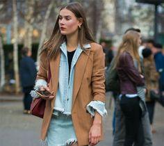 Esse look é mais uma dica de como usar camisa jeans e de cores - A camisa ficou linda aberta, com t-shirt preta por baixo e blazer bege, luxo! A lavagem dela é um azul bem clarinho, ficou perfeito com o tom do Blazer. Copiando sempre, ok? Tem seleção de camisa jeans aqui - http://buyerandbrand.com.br/mododeusarmoda/?bi=2oE9Ett