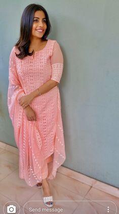 Dress Indian Style, Indian Fashion Dresses, Indian Designer Outfits, Designer Dresses, Salwar Suit Neck Designs, Kurta Neck Design, Simple Kurta Designs, Kurta Designs Women, New Kurti Designs