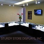 The glass showcases in this high end jewelry store agree with their luxurious contents. These are Bold showcases with a spectacular customization, namely thicker side walls.