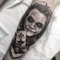 Tattoos #04: 25 Novas Imagens da CulturaPop #tattoo #tatuagem #batman #coringa #joker #dcomics #comicstattoo #tattoogamer #superherotatoo #geektattoo #nerdtattoo #PipocaComBacon