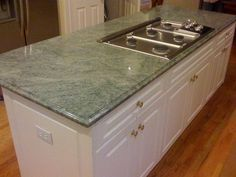 23 Amazing Green Kitchen Marble Countertops Ideas - Craft and Home Ideas Green Granite Kitchen, Green Granite Countertops, Refinish Countertops, Kitchen Countertops, Kitchen Backsplash, Kitchen Cabinets, Kitchen Paint, New Kitchen, Kitchen Ideas
