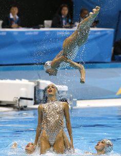 Ona Carbonell y Alba Cabello (la que salta). Equipo español en los JJOO de Londres. Muy grande esta rutina.