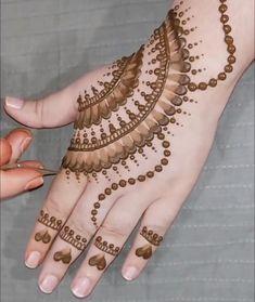 Henna Tattoo Designs Simple, Finger Henna Designs, Back Hand Mehndi Designs, Full Hand Mehndi Designs, Mehndi Designs For Beginners, Henna Designs Easy, Mehndi Designs For Fingers, Mehndi Simple, Latest Mehndi Designs