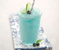 Blended Blueberry Lime Chiller Recipe │The cool, refreshing tastes of blueberry and lime make the perfect drink - for a party or yourself.