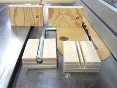 Trouble-free Table Saw Auxiliary Fence / Guide … Table Saw Sled, Table Saw Fence, Woodworking Jig Plans, Trouble, Wood Tools, Wood Furniture, Planer, Fence Ideas, Sierra