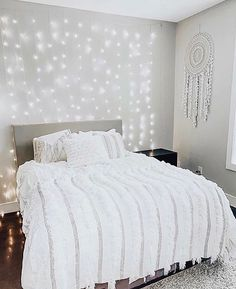 14 Fabulous Rustic Chic Bedroom Design and Decor Ideas to Make Your Space Special - The Trending House Cute Bedroom Ideas, Room Ideas Bedroom, Room Decor Bedroom, Bedroom Inspo, Ikea Room Ideas, Teen Bedroom Furniture, Bedroom Ceiling, Diy Bedroom, Modern Bedroom