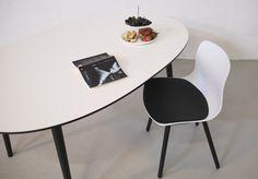Elipse spisebord med udtræk fra Ksign er lavet udfra en super elipse og kan leveres med op til 4 tillægsplader. Se mere på https://www.ksign.dk/moebler/ellipse-spisebord-med-udtraek/
